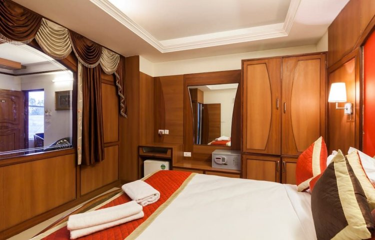 Royal Suite Couple Bed AC with Living Room (Sea View)